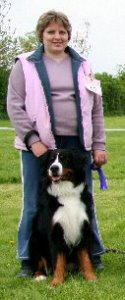 A very pregnant Philippa with Sophie winning a Fun Class at the Bernese Mountain Dog Club of Great Britain Garden Party in 2006